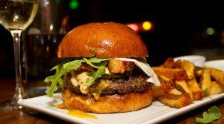 Rustic Burger avec frites maison