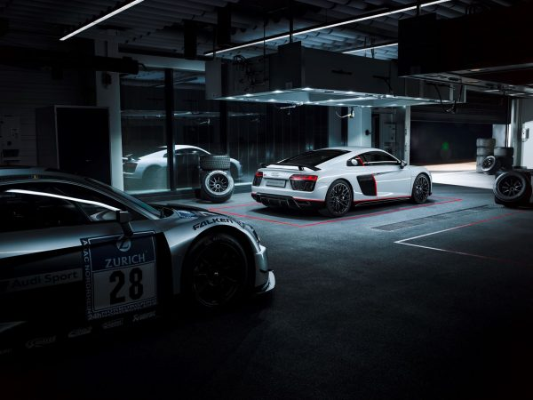 Audi-R8-v10-selection-24h-2016-rear-photo-showroom